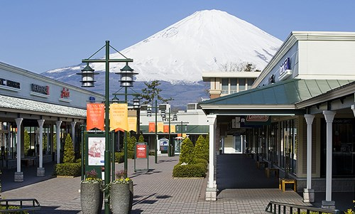 gotemba-premium-outlets-mount-fuji